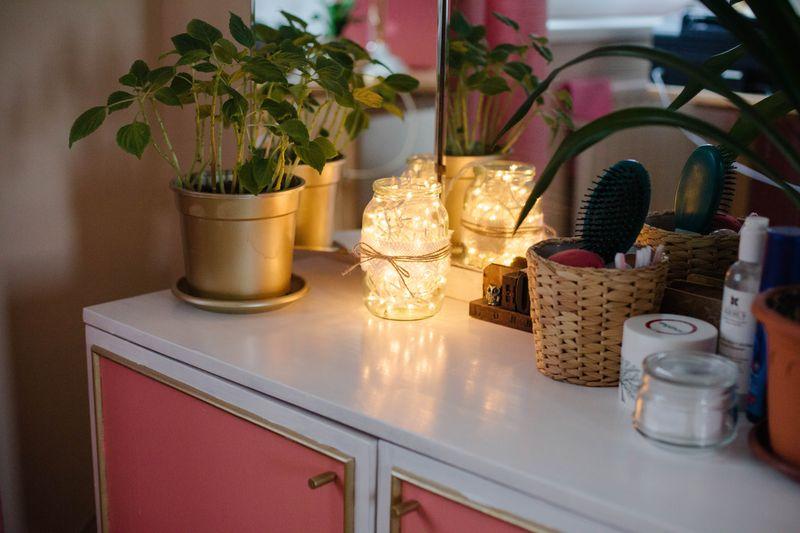 Коралловая с золотыми акцентами комната | Блог Дом, в который хочется приходить