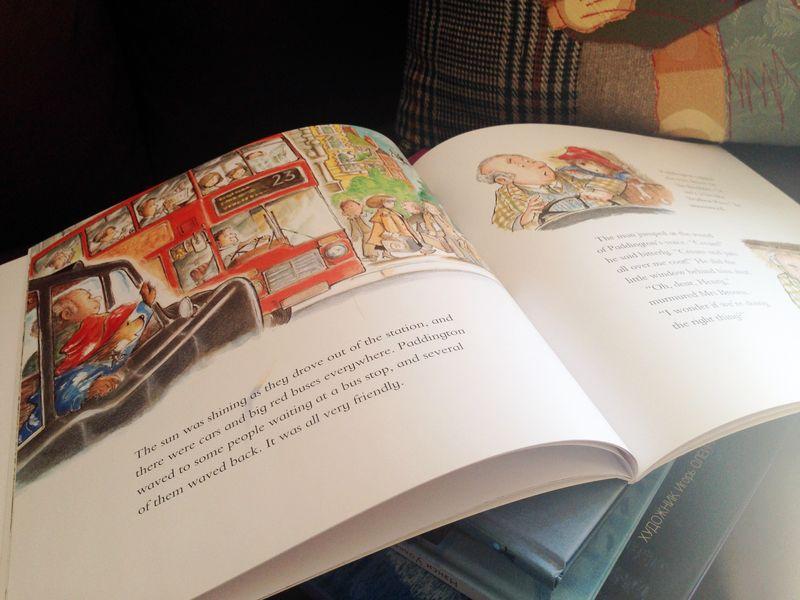 Книжка про Паддингтона открытая 2